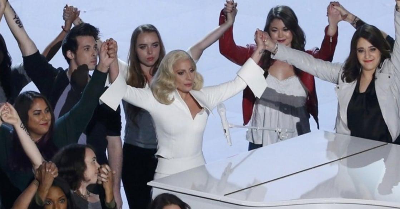 為性侵受害者唱一首歌!Lady Gaga 奧斯卡演出:我對你的痛感同身受