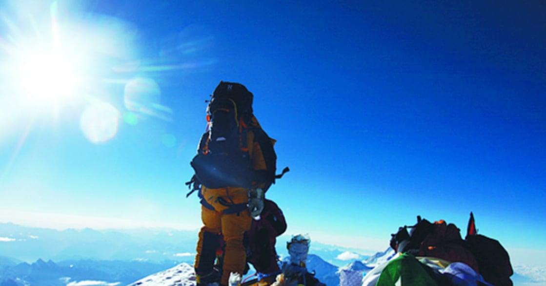 第一位登頂珠峰南坡的女性王靜:「山不過來,我就過去」