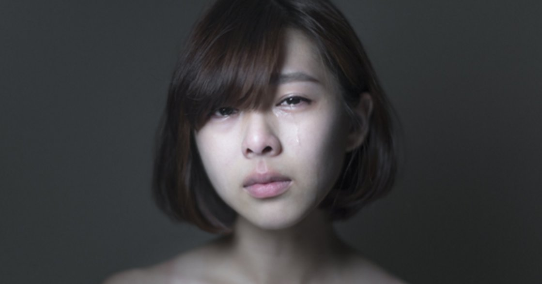 哭泣女孩攝影集:每個人的眼淚不同,但想哭的念頭是一樣的