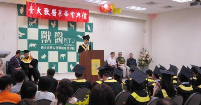 成為解答,成為時代!台大畢業生致詞:「在各種生命面前,做一個勇於負責的人」