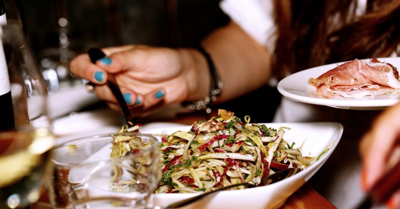 【閱樂書評】《美食有這麼了不起嗎?》不甩評價,相信味蕾