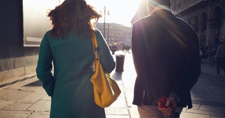 【獨立書評】《生命中不能承受之輕》,愛情讓我讀懂了輕重