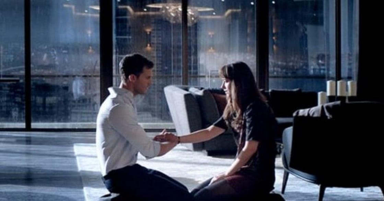 《格雷的五十道陰影:束縛》的無痛續集:香草總裁與他的無奈女友