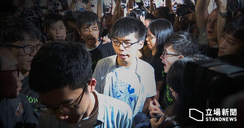 黃之鋒母親致公民廣場判決:「為何香港墮落如斯,如此對待這一代的孩子?」