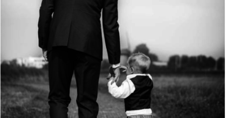 親密關係裡的逃避感情型:他一直在等的,其實是原生家庭肯定