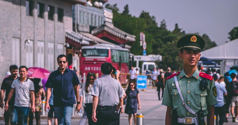 中國人的「過日子」哲學:當與政府鬥智,成了生活必需