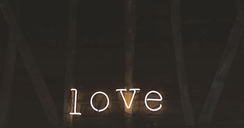 【Oneness Cards 占卜】給你的愛情提醒:唯有愛人時,才能看見真相