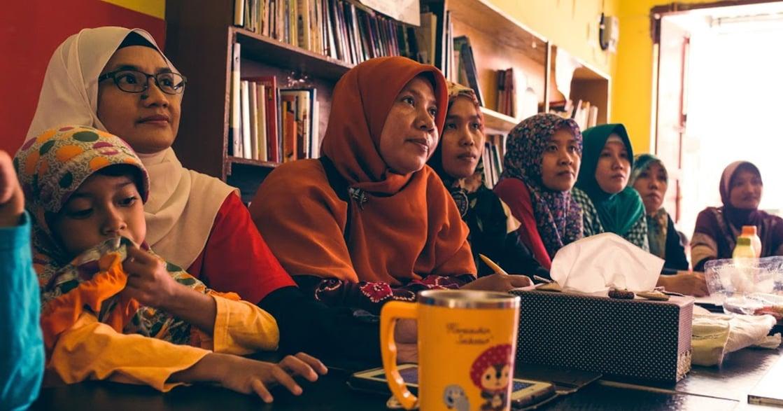 數十萬印尼移工的「網紅媽媽」:我搞笑,是要妳們看見自己笑起來多美