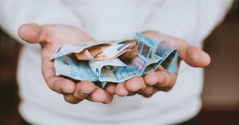 生活英語|開口要錢怕尷尬?5 句英文讓你順利討債