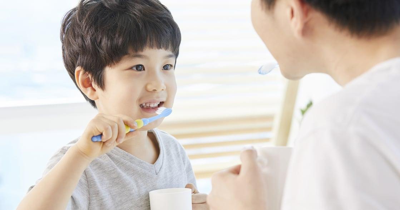 只靠牙刷清潔牙齒?三成髒污卡在牙縫刷不到