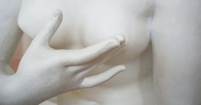 性別快訊|10 歲,媽媽把我的乳房燙平:「否則男人會想和妳做愛」