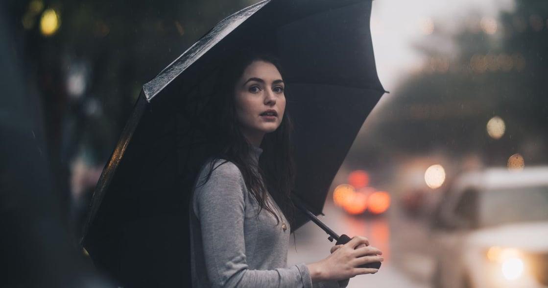 為你讀詩|戀愛詩句:怎沒下雨,我已經等不及你在我的傘裡