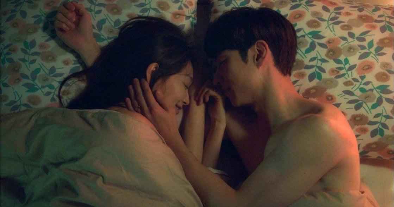 「比起做愛,溫存更讓你上癮」夫妻深夜時光:伴侶間都該試的 Swaddling 性愛式入睡法
