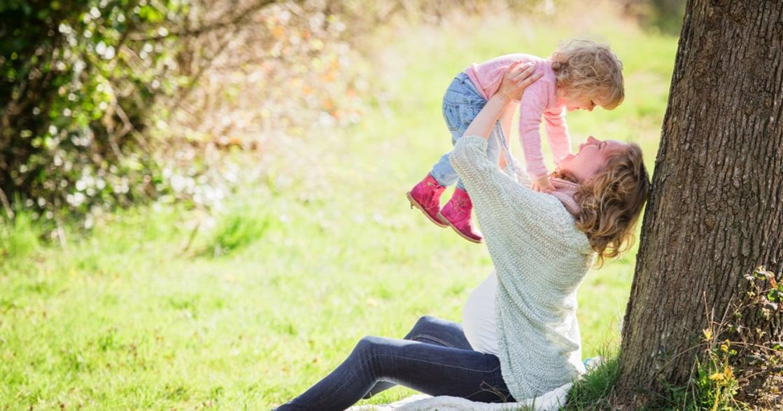 給他一個擁抱吧!孩子遇到困難,父母不需要想辦法解決