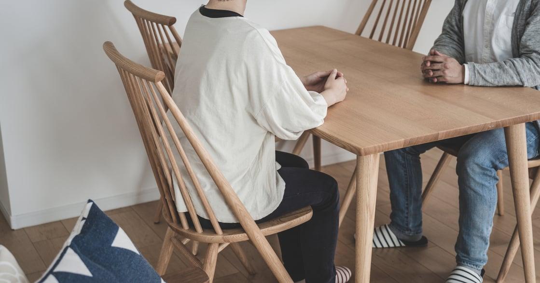 「結婚後要不要跟父母住?」其實要一起生活,年邁父母比你更焦慮