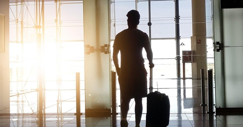 「不符合傳統性別的,都是威脅」機場安檢二分法,如何影響跨性別者?