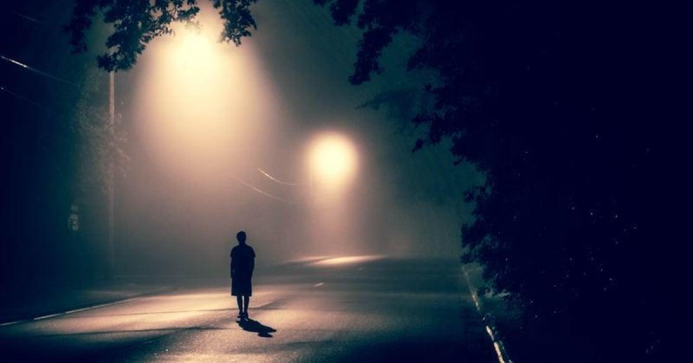 你陷入「不健康的孤獨」了嗎?九個特徵測試孤獨指數