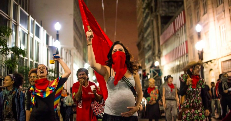 「我懷孕了都站出來,你呢?」當她們自願站在危險前線:震撼人心!世界各國女性抗議者攝影集