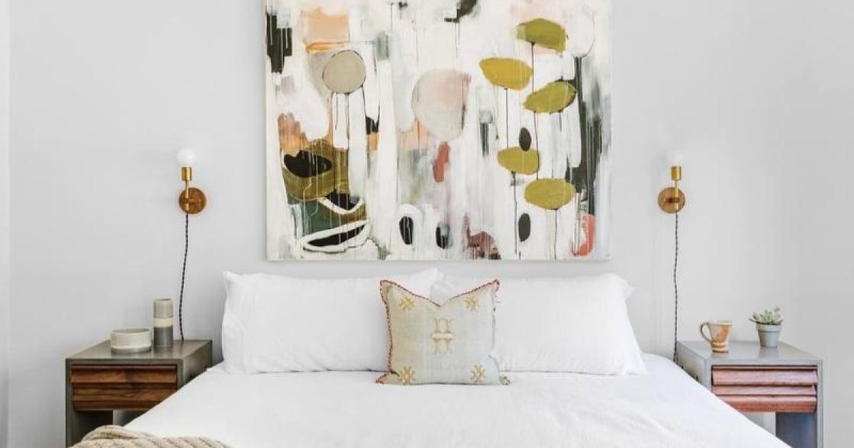 淺色窗簾、幾何床單:提升性生活品質的臥室色彩學