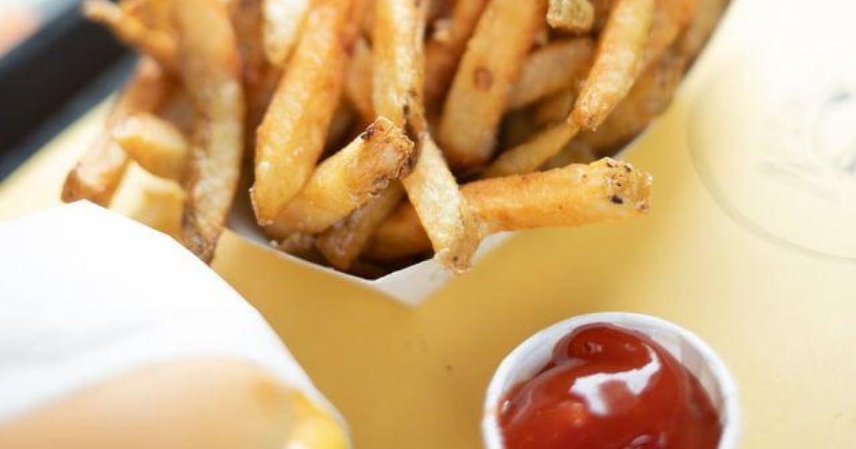 「不沾醬、擠在盤子上」吃薯條的方式,潛藏你的性格