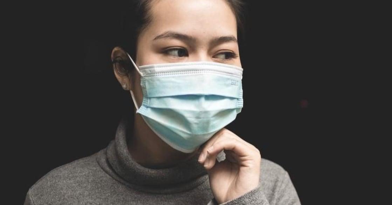 長時間戴口罩,臉上開始冒痘?皮膚科醫師這樣建議你