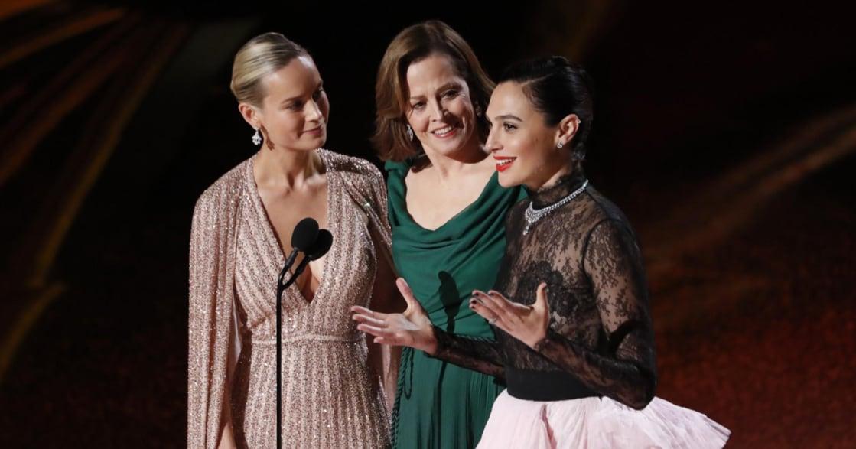 奧斯卡精選畫面:有一種嗆辣叫娜塔莉波曼!沒入圍的女導演,名字全繡斗篷上