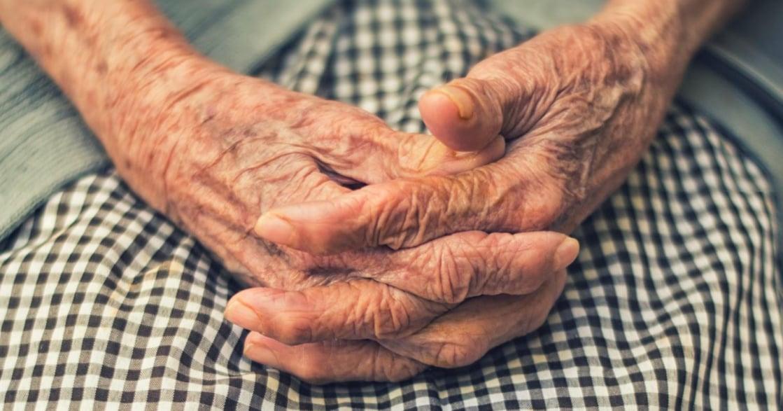 張曼娟專文 冠夫姓六十年,她也忘了自己原本是誰