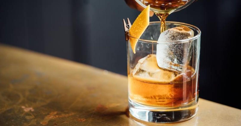 「喝一杯就沒事了啦」是什麼讓我們做一個壓抑的現代人?