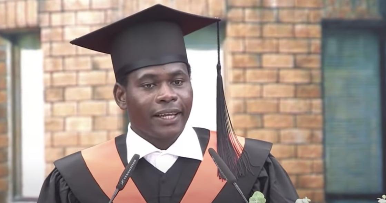 「人生有很多挑戰,你是否願意接受它」台大畢業生致詞,來自世界最窮國布吉納法索