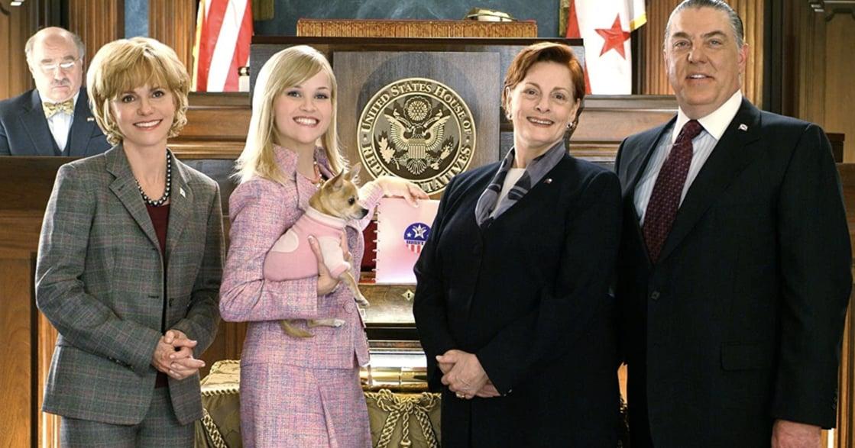 《金法尤物》十七年後:粉紅律師艾兒,如今有機會前進白宮了嗎?