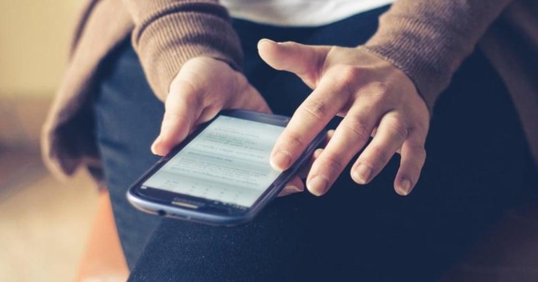 關係心理學:為什麼看伴侶手機,真的可能導致他不再愛你?