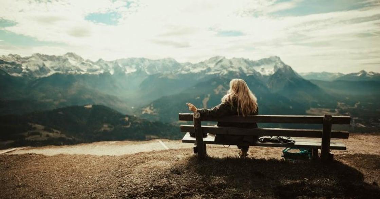 說了幾次「再見」後,覺得日子波瀾不驚就是快樂