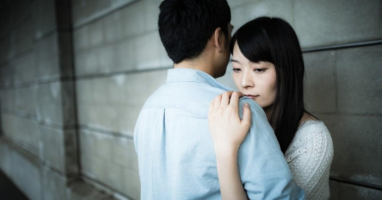 他是真的忙,還是已經沒那麼愛我?九個關係變質的跡象