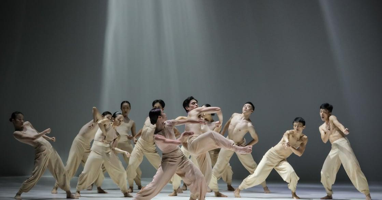 雲門舞集藝術總監鄭宗龍推新作《定光》,喚起內心純粹的孩子!