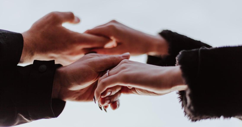 與伴侶/同事/家人意見衝突即將吵架,該怎麼溝通?從「情緒性語言」到「接受性語言」
