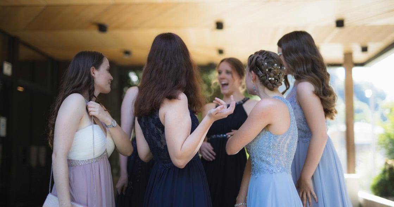 婚宴 5 大禁忌穿搭!拒絕冠上「假面閨蜜」封號,把面子留給新娘