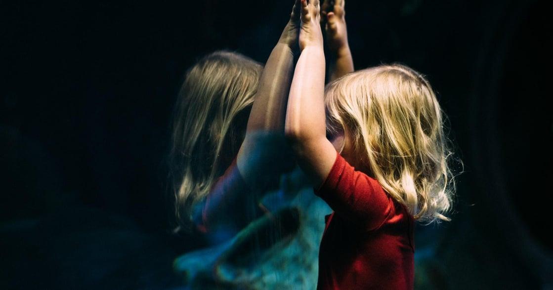 致你心中的「內在小孩」:我陪著你,別擔心,你做得很好了