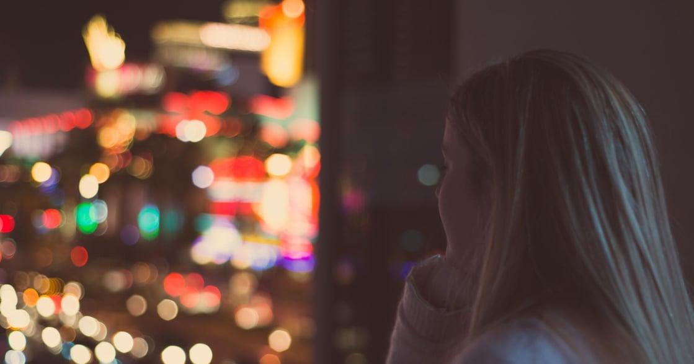 「為什麼我一進入穩定關係就想逃?」關係心理學:追求刺激,是創傷後的自我防禦