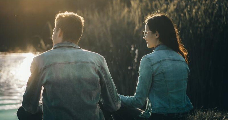 為什麼我們會在愛人前變得脆弱?關係心理學:好的愛情,會治癒心中的傷口