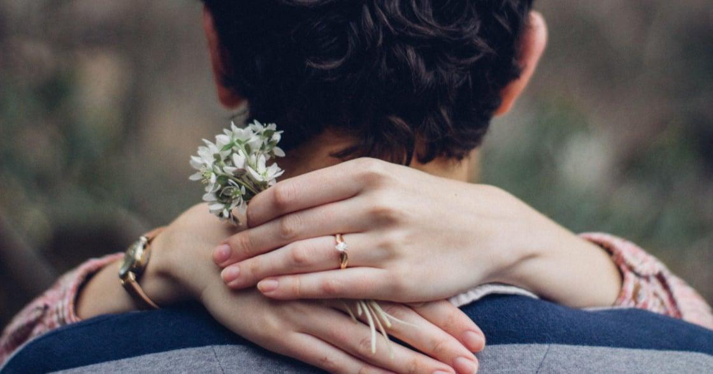 遠距離真的比較容易分手嗎?關係心理學:無論距離,理想愛情幻滅才是分手主因