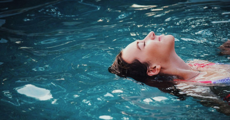 每天要喝多少水才會瘦?研究證實:喝水能增加基礎代謝率、改善便秘