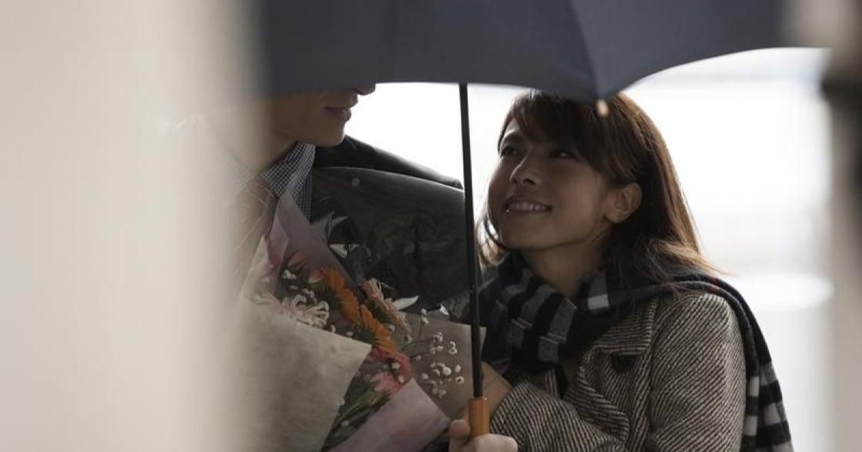「愛一個人,你寧願自己濕了身,也要為他撐傘」張小嫻 20 句愛情金句