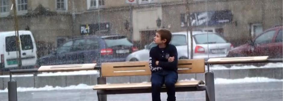 看到在寒冬中瑟縮的孩子,你會怎麼做?