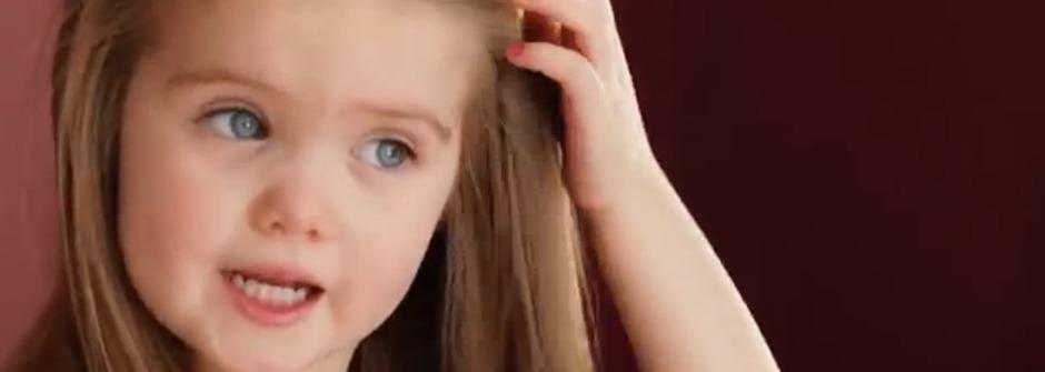 3歲小女孩可以怎麼改變世界?她剪去一頭長髮