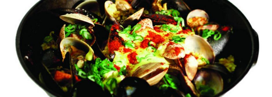 臘腸、淡菜、蒜味蛋黃,一吃就停不下來的西班牙短麵 fideos