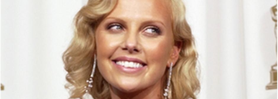 生日快樂!奧斯卡影后莎莉賽隆的五個迷人面貌
