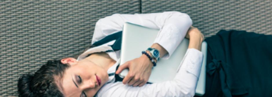 辦公室也能做!六個緩和惱人經痛的簡單按摩