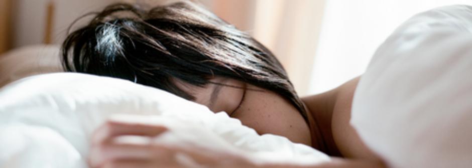 雅詩蘭黛 特潤超導修護露一切有生之物,都少不了睡眠的調劑
