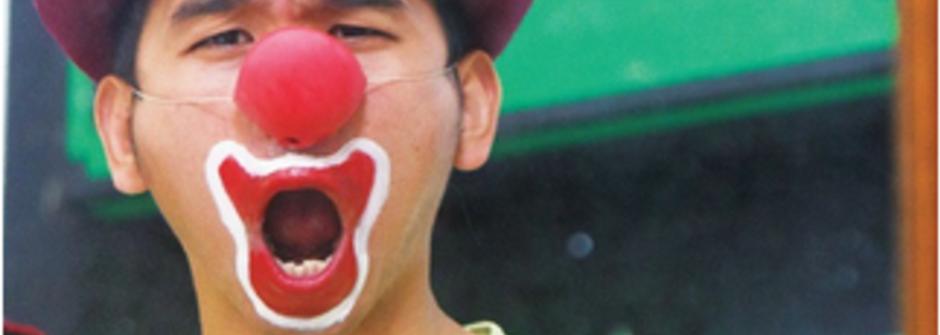 雜耍藝人的小丑夢:一輛1.7噸的小卡車,打開就是人生舞台