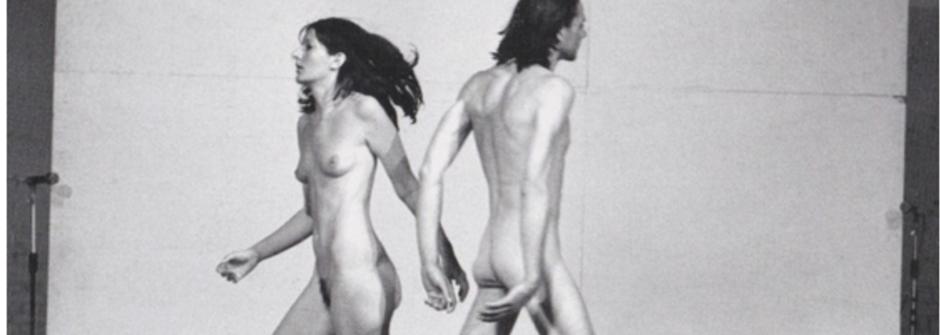 召喚純真的女巫:行為藝術家赤裸一身通往世界的道路